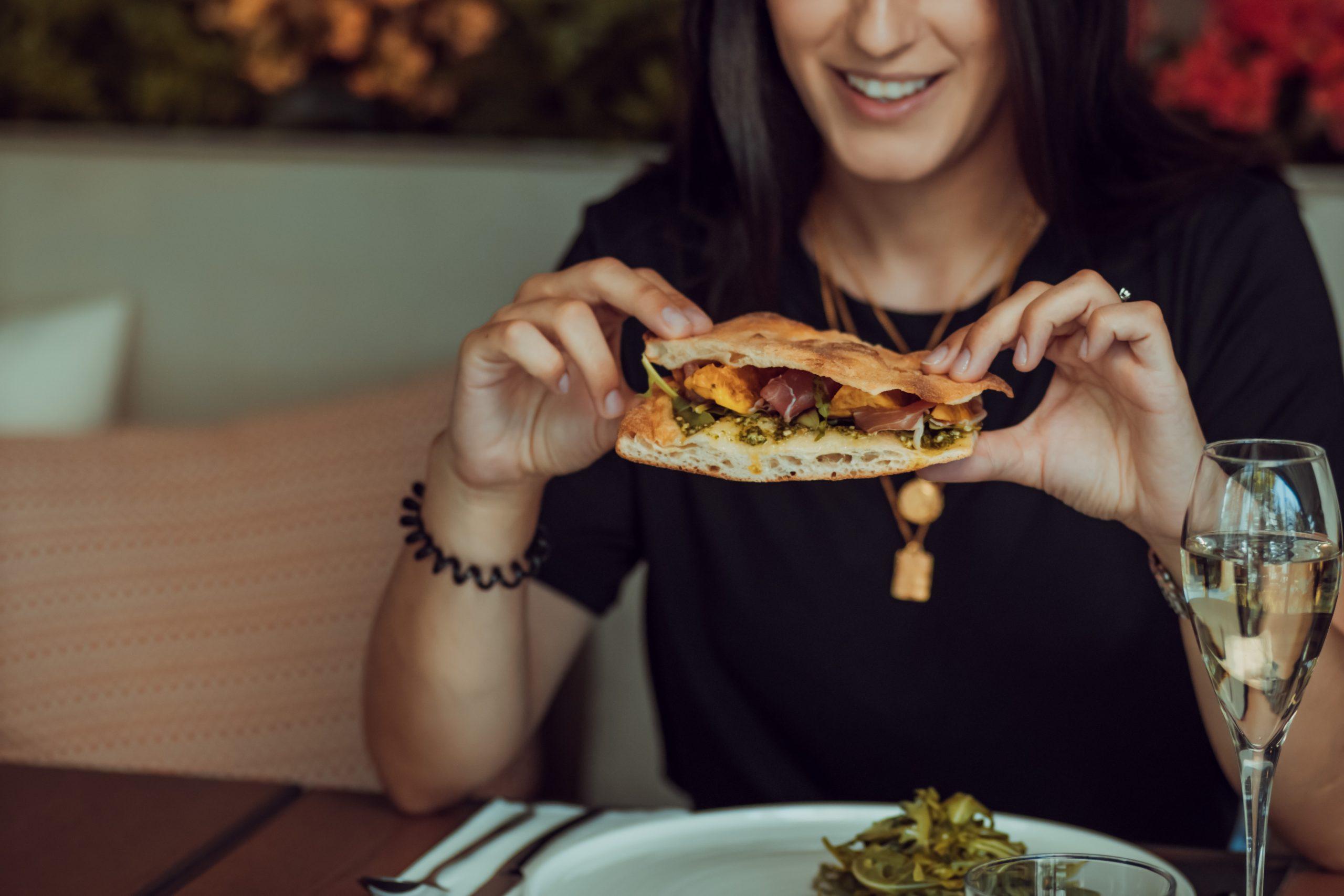 Makan Sandwich Ternyata Ada Cara dan Tata Kramanya