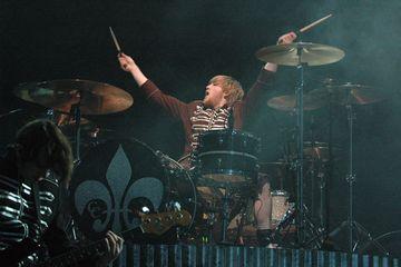 Pensiun dari bermusik, mantan drummer My chemical Romance melelang drum terakhirnya