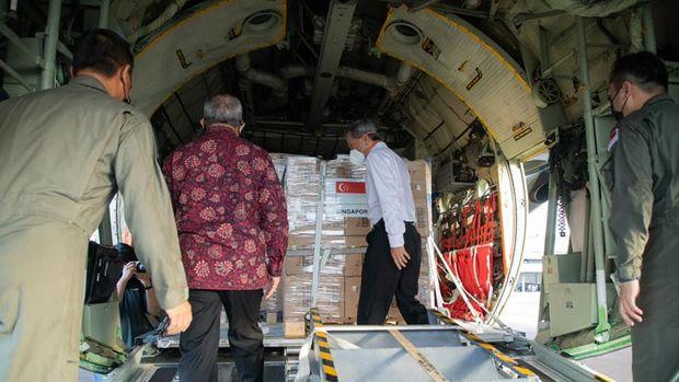 Singapura Kirim Bantuan Tabung Oksigen dan Alkes Lainnya ke Indonesia!