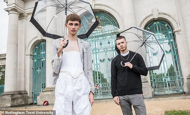 Seorang Mahasiswa Fashion Inggris Ciptakan Korset Pria, Ini Tujuannya!