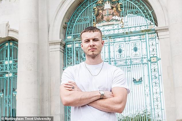 Seorang mahasiswa fashion Inggris bernama Zdenek Lusk menciptakan korset pria baru yang diyakini bisa memperbaiki bentuk tubuh penggunanya.