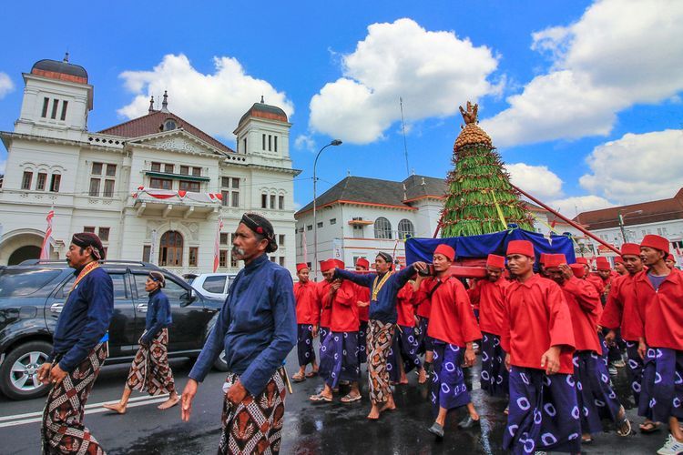 Grebeg Gunungan, tradisi unik hari raya Islam di Yogyakarta