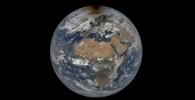 Foto Bumi oleh NASA Ini Punya 'Noda' Hitam, Pertanda Apa?