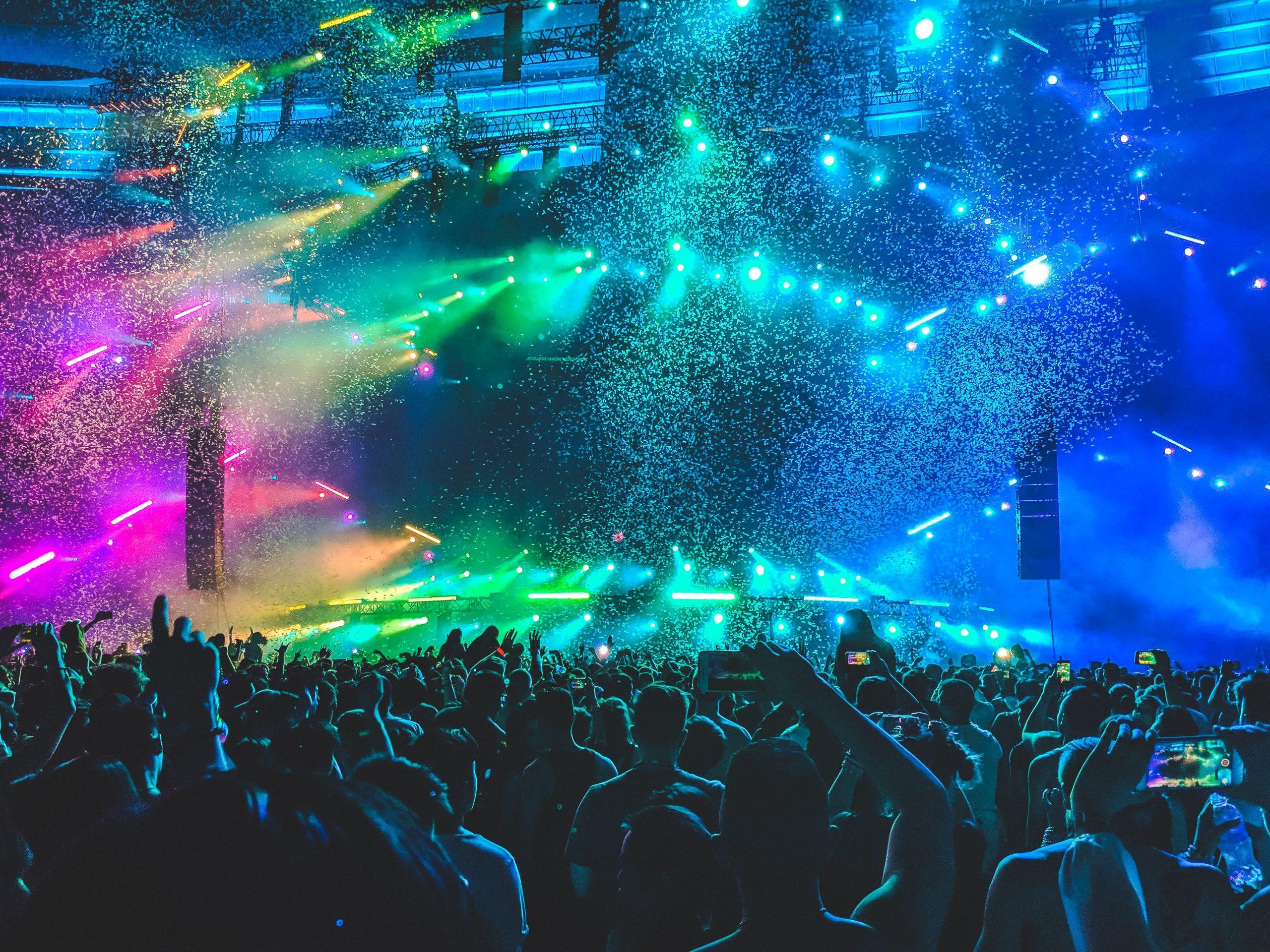 Gelar Konser Musik Dengan Prokes Ketat, 1.000 Orang Positif Covid-19!