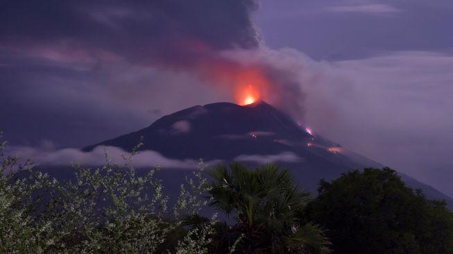 Gunung Ile Lewotolok