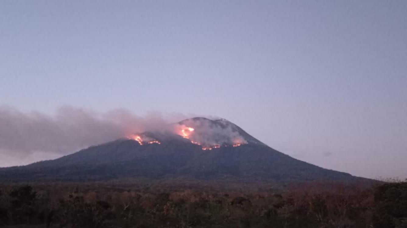 Gunung Lewotolok Belum Padam, BPDB Kerahkan Helikopter Kebakaran