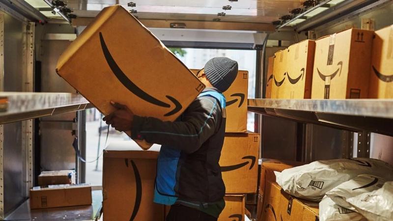 Karyawan Amazon yang Mau Vaksin Bisa Dapat Hadiah, Total Rp28,7 Miliar!