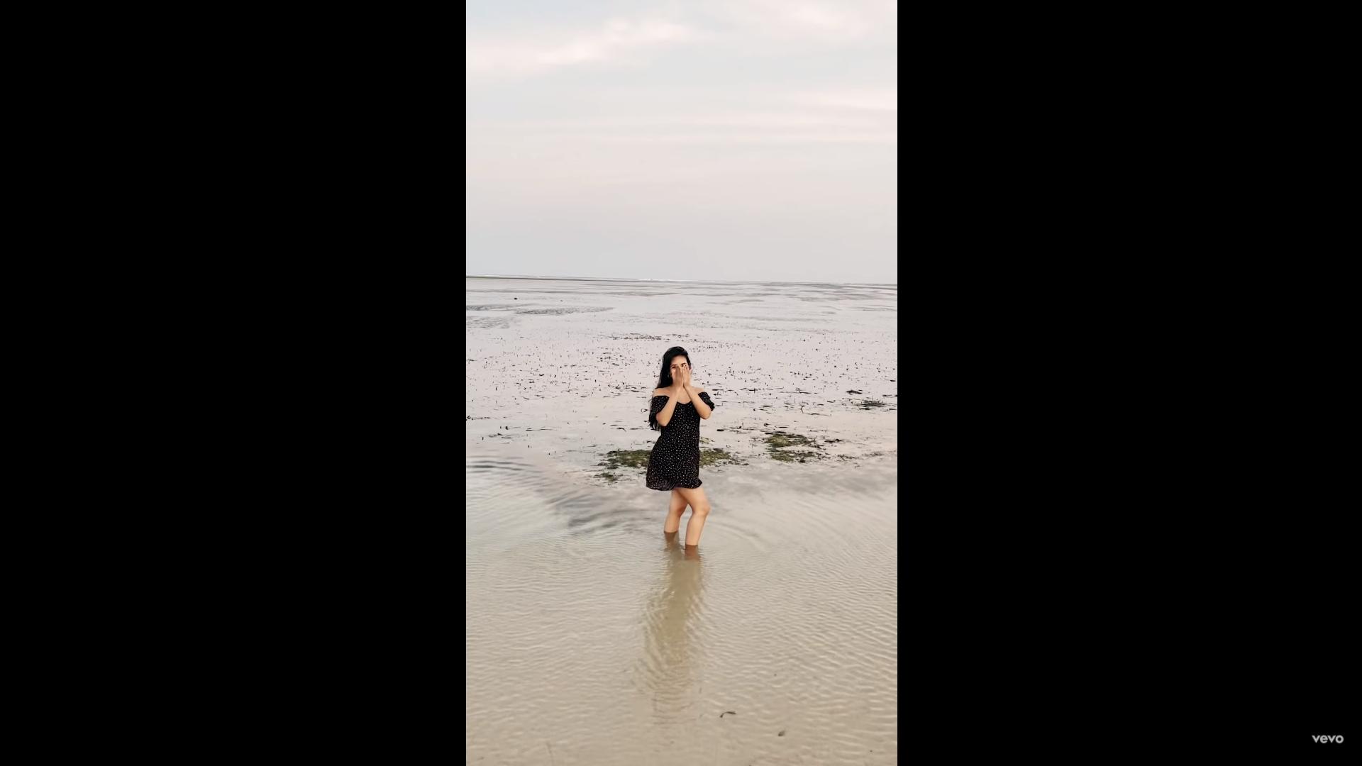 """Video Musik Raisa """"Love & Let Go"""" Versi Kolektif Resmi Dirilis"""