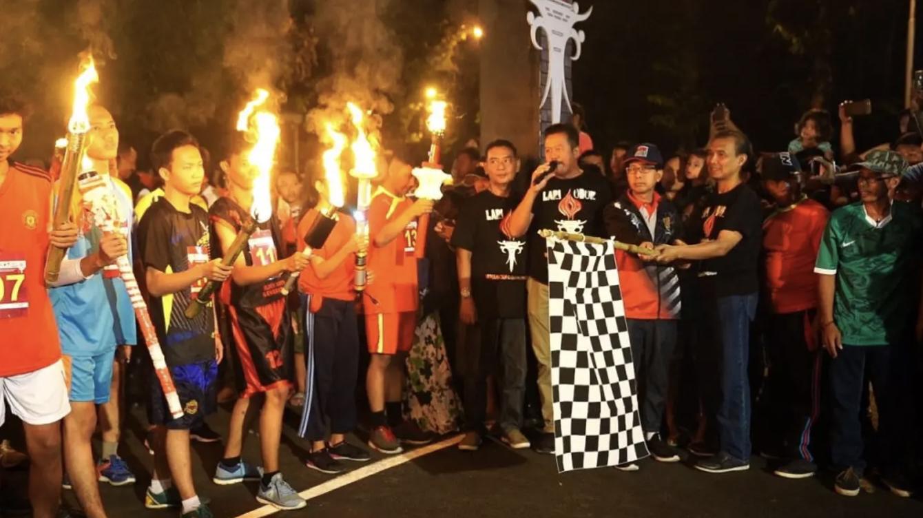 Estafet Obor, tradisi 17 Agustus dari Semarang
