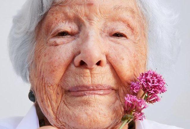 Kenalan Dengan Helene Simon, Nenek Buyut yang Jadi Model Kecantikan di Usia 99 Tahun!