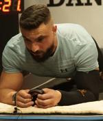 Cetak Rekor Plank Terlama, Pria dengan Penyakit Kronis Ini Tahan Hampir 10 Jam!