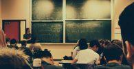 Seorang Guru Mengajar 4 Jam Nonstop, Beberapa Siswa Sampai Pingsan
