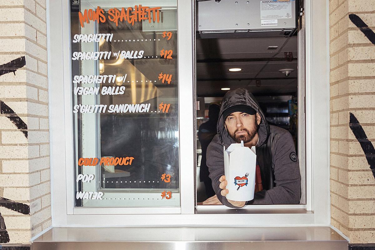 Eminem buka restoran spaghetti! Restoran tersebut bernama Mom's Spaghetti, sesuai dengan lirik lagu Lose Yourself yang ikonik.