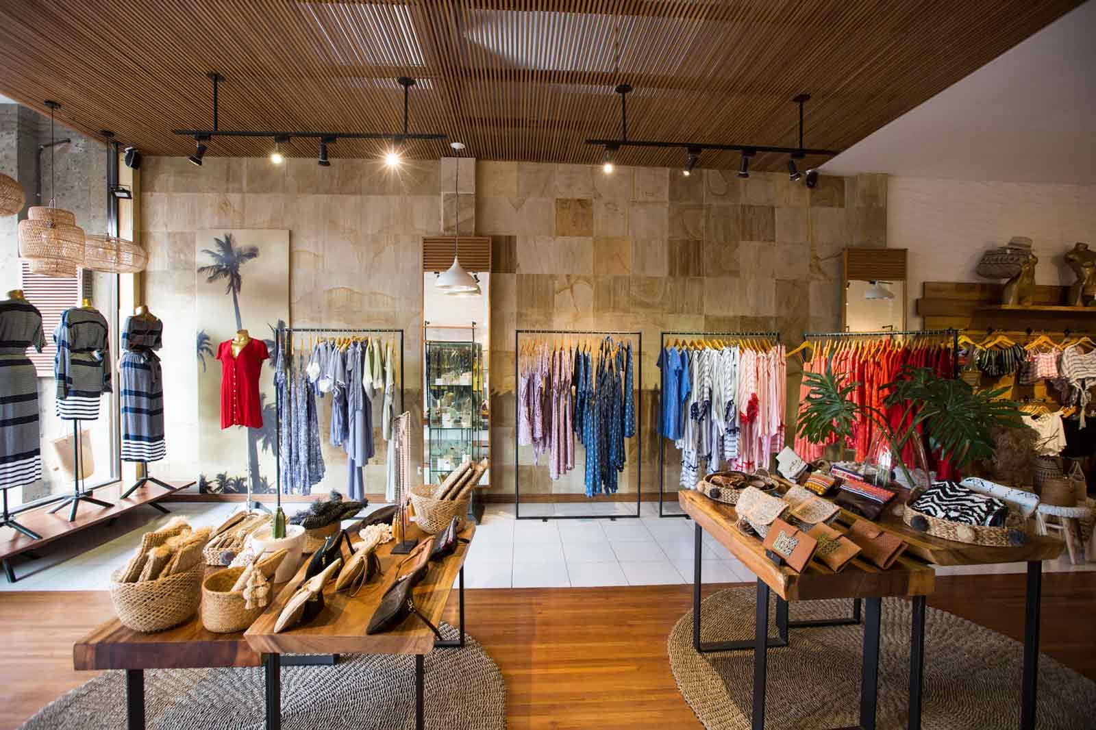 Hari Batik Nasional, 3 Rekomendasi Brand 'Kekekinian' yang Cocok Buat OOTD!