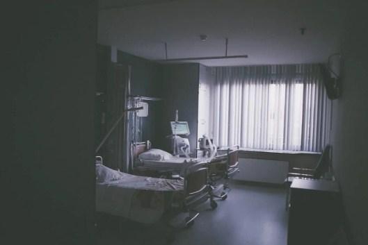 Cerita Horor di Rumah Sakit : Kakek Bermata Melotot dengan Hidung Tersumpal Kapas!