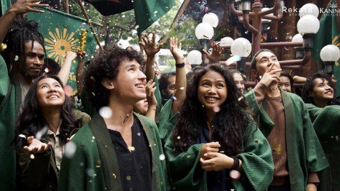 Penyalin Cahaya Rilis Trailer Perdana! Adipati Dolken, Yayan Ruhiyan dan Donny Damara Turut Terlibat!