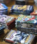 Pria Ini Pakai Dana Bantuan Covid-19 Buat Beli Kartu Pokemon, Harganya Rp822 Juta!